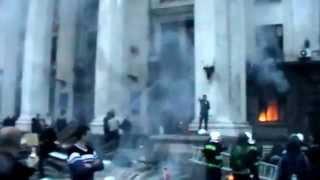 Одесса Куликово поле, горит Дом профсоюзов, пожар и эвакуация людей из здания