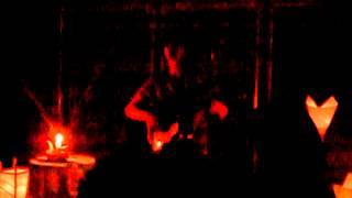 20120624 キャンドルの灯りのみ。マイクも使わない生の声の美しさよ.