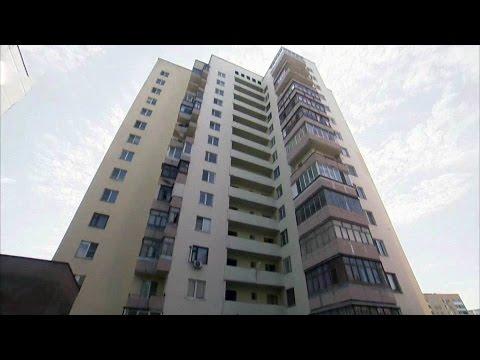В Белгородской области женщина выбросила с девятого этажа свою дочь, а затем прыгнула сама.