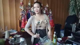 Download Video Serunya Belajar Memasak Bersama Chef Marinka di Padma Bandung MP3 3GP MP4