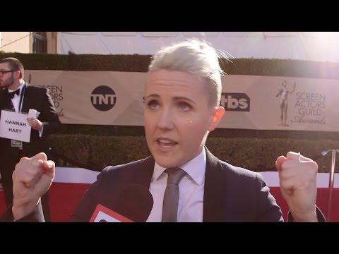 Hannah Hart Shares BEST Advice & Spills On Food Network Show At 2017 SAG Awards Red Carpet