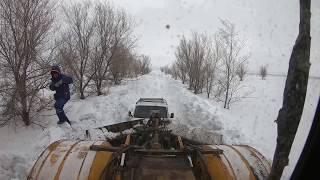 Трактор Кировец. Бью дорогу на шлюз.