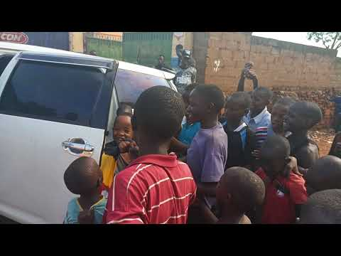 Fresh kid with his Ghetto fans.....watch and see how happy they are to see him