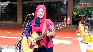Gadis Cantik Berjilbab Jago Main Gitar