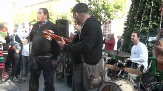 caraoscura con musicos de sevilla manifistan musicalmente el trato dado por cultura.MPG