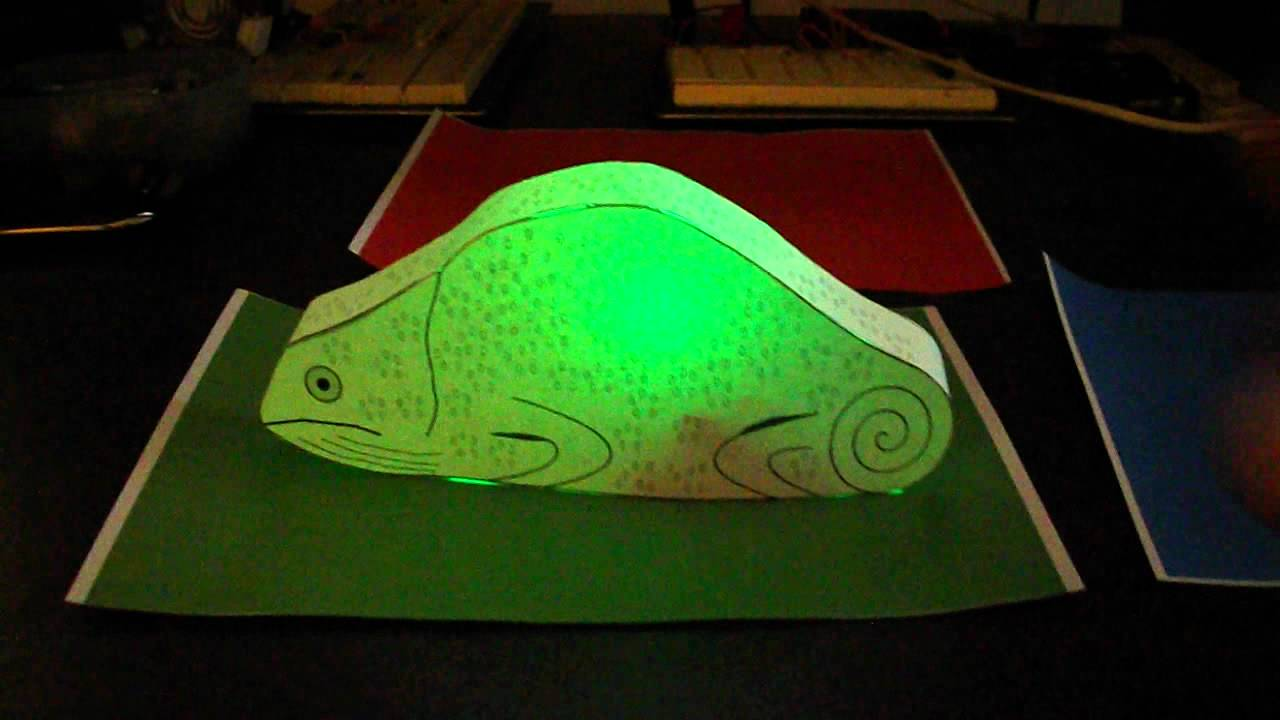 Papercraft color changing chameleon using a Picaxe 18m2 - YouTube