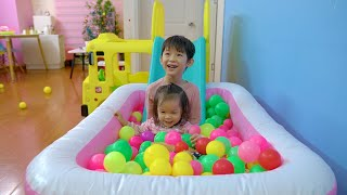 Xavi and Anna Learn Colors with Ball Pit! Balls for babies playing
