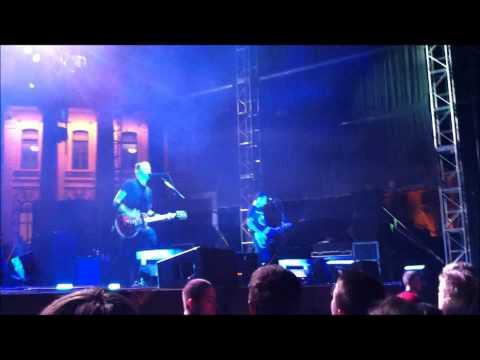 Rise Against - Wait For Me (Live)