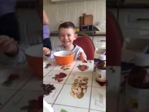 Reacția unui copil când aude imnul Stelei