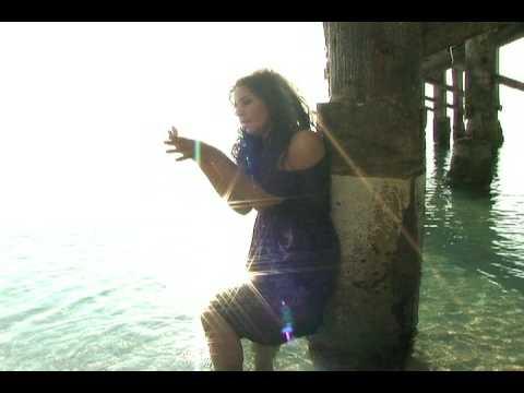 """Extrañandote Estoy"" music video - Lizette Santana"