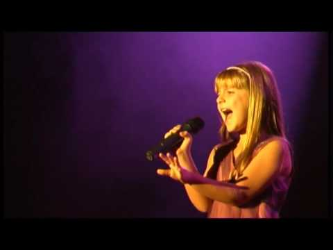 Tiffany Ferrary singing at the Wow Factor final 2009