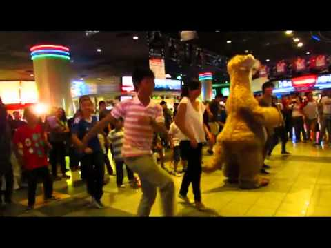 Ice Age 4 : Continental Drift Sid Shuffle Flash Mob Fan made
