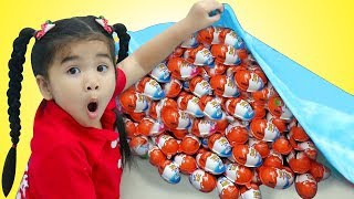 Suri Cooks & Plays with Kinder Surprise Eggs Food Toys
