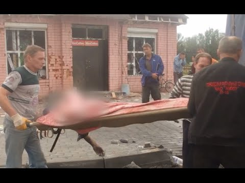 GRAPHIC: Locals collect bodies after heavy shelling in Makeevka, Donetsk region
