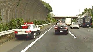 東名高速渋滞中 パトカー緊急走行