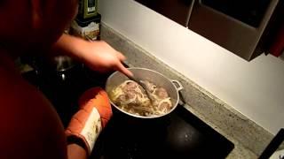 Как готовить узбекский плов дома №6(Рецепт нашего друга Витька - как готовить настоящий узбекский плов в домашних условиях. Видео №6., 2013-12-24T04:06:52.000Z)