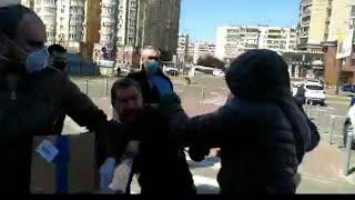 постер к видео В Киеве раздавали «МАСКИ ПУТИНА»