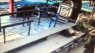 Man Robs Fast Food Restaurant(Suffolk County Police First Squad detectives are investigating a robbery that occurred at a fast food restaurant in North Amityville this morning. A man entered ..., 2015-07-23T20:10:27.000Z)