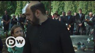Polonya'da bir rahibin tacizine uğrayan Marek anlatıyor - DW Türkçe