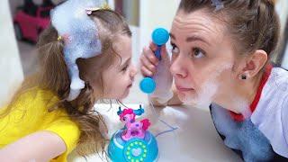ईवा और माँ और खेल, खिलौने और मिठाई के बारे में बच्चों के लिए एक नई कहानी