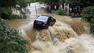 THE BIGGEST AND MOST DANGEROUS FLASH FLOODS AND LAND SLIDES EVER CAUGHT ON CAMERA 2017