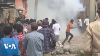 Protesters, Police Clash in Kashmir After Prayers
