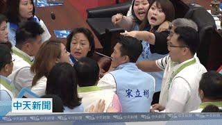 【全程影音】高雄市民進黨議員質詢「逼韓請辭」 藍議員護駕爆混戰!
