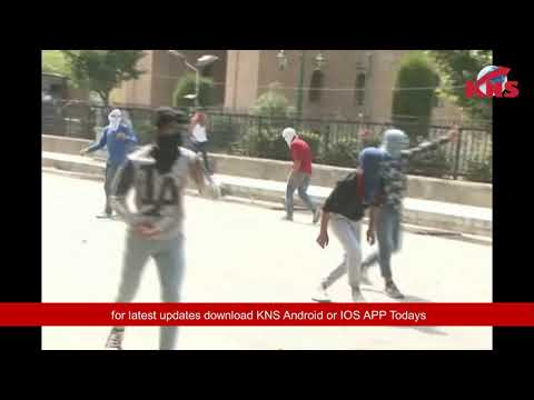 Video: Stone pelting in Nowhatta after Friday prayers