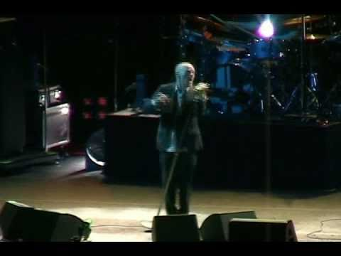 R.E.M. - Supernatural Superserious (Live MSG New York City 2008)