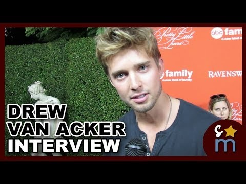 Drew Van Acker Talks PRETTY LITTLE LIARS & DEVIOUS MAIDS