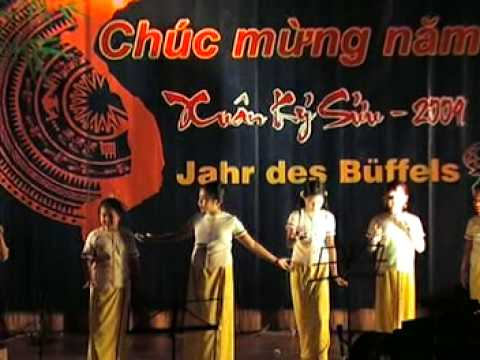Tet Ky Suu 2009 o Dresden (Vietnamese Kinder singen das Lied Ing la oi)
