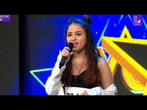 Imitadora de Ariana Grande canta