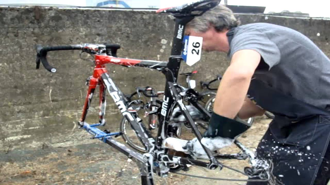 How to clean a pro bike with BMC racing team!
