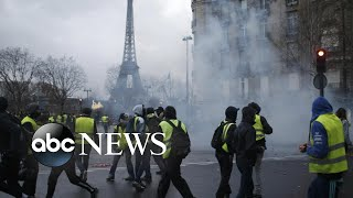 Angry protestors take to the streets in Paris again