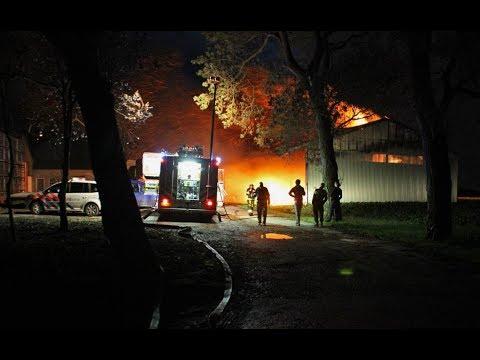 Grote brand agrarisch bedrijf Camstrawei Firdgum (07-10-...