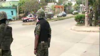 Repeat youtube video Detienen militares a dos narcotraficantes en coatzacoalcos