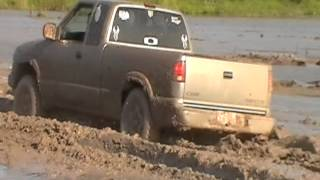 Chevy S10 4x4 mudding-     las milpas mudpit