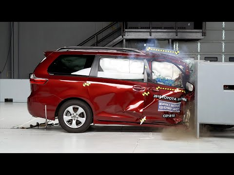 2018 Toyota Sienna Passenger-side Small Overlap IIHS Crash Test