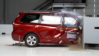 2018 Toyota Sienna passenger-side small overlap IIHS crash test
