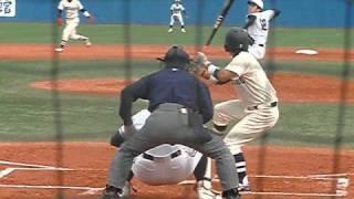 中央大学の澤村投手です。低めに力強いストレートが決まっています。