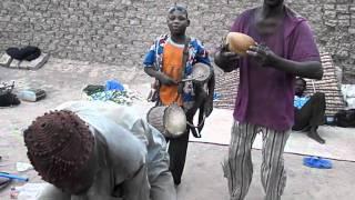 マリ(ジェンネ)のフラニ族地区で、生の歌と踊りに遭遇した!