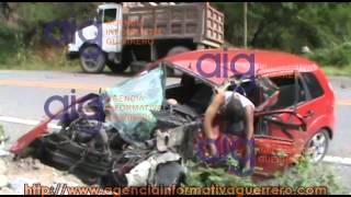 Repeat youtube video Muere joven prensado en accidente automovilístico
