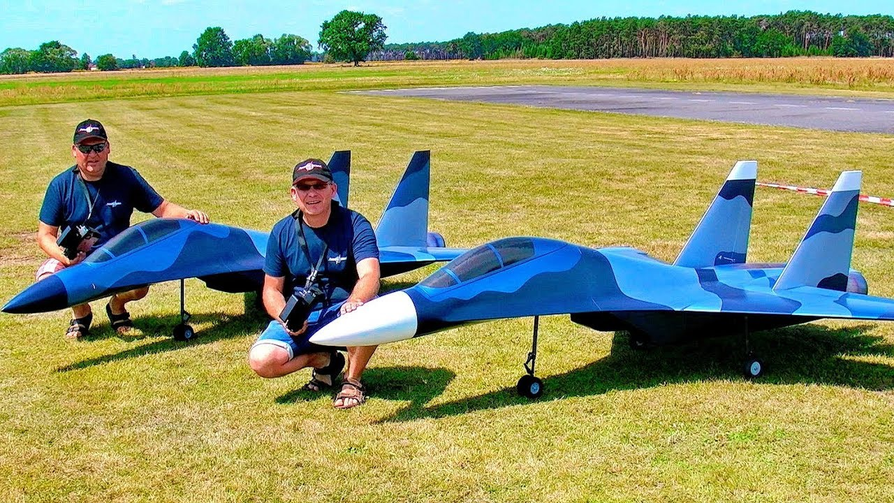 FASCINATING RC JET MODEL SHOW WITH 2 HUGE SUKOI SU-30 MK SCALE TURBINE JETS IN ACTION