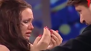 Woman Punched By Man on Russian TV Show (Warning: Disturbing Video)