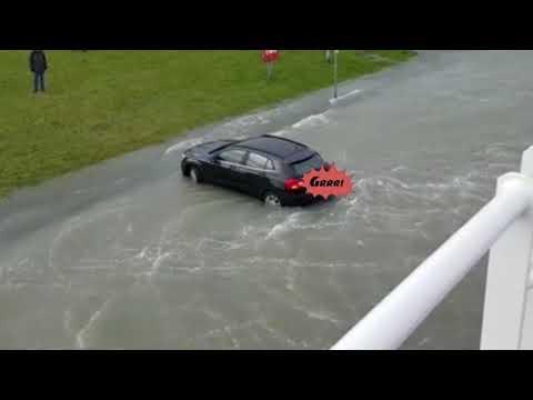 Mercedes in der Sturmflut - Norddeich den 8.1.2019