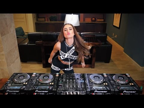 Juicy M showing how to mix  4