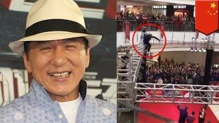ジャッキー・チェンの熱狂的ファン?男性がステージにダイブ 中国