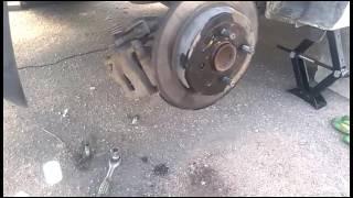 Замена шпильки заднего колеса на солярисе без снятия тормозного диска.