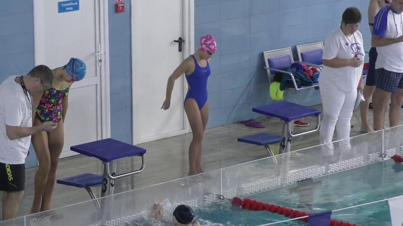 тренер по плаванию осматривает попки смотреть онлайн