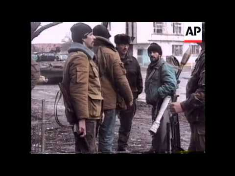RUSSIA: CHECHNYA: RUSSIANS BOMB PRESIDENTIAL PALACE
